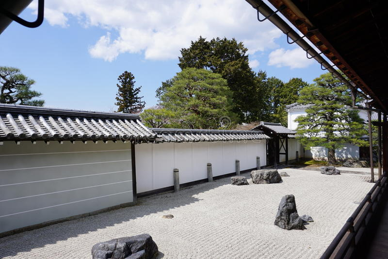 Японский сад в виске Nanjenji, Киото стоковая фотография rf