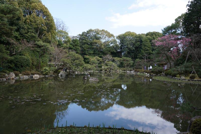 Японский сад в Heian-jingu, Киото, Японии стоковые фото