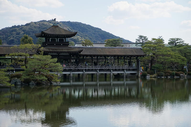 Японский сад в Heian-jingu, Киото, Японии стоковое фото