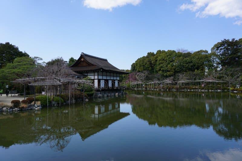 Японский сад в Heian-jingu, Киото, Японии стоковое изображение rf