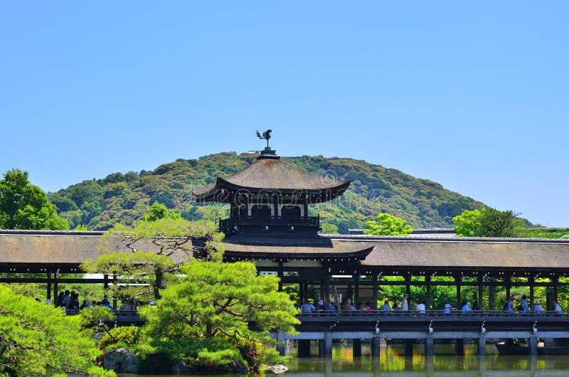 Японский сад и деревянный мост, Киото Япония стоковая фотография rf