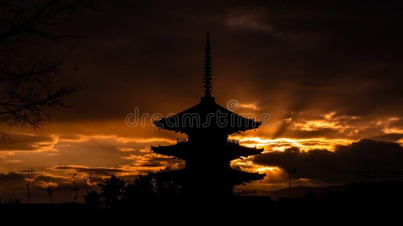 Японский тройной силуэт башни стоковое изображение