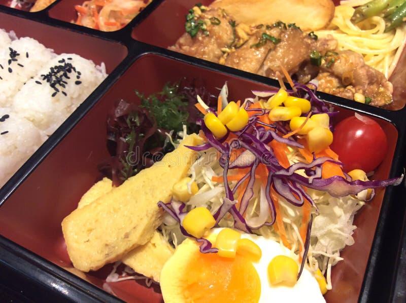Японское бенто кухни Комплект коробки для завтрака стоковые изображения rf