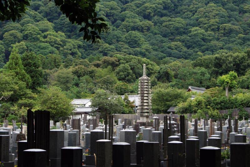 Японское кладбище в Киото, Японии стоковая фотография rf