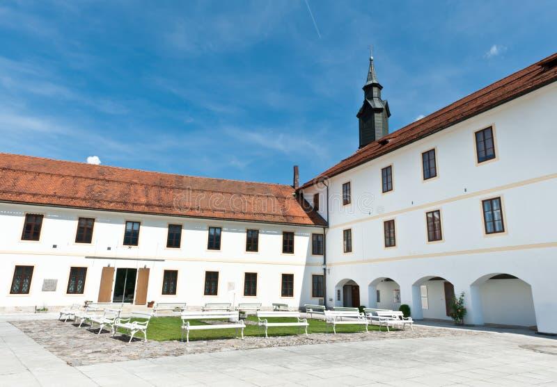 ярд замока средневековый старый стоковое изображение