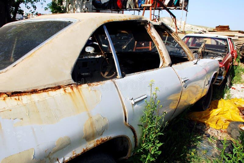 ярд старья автомобиля стоковое фото