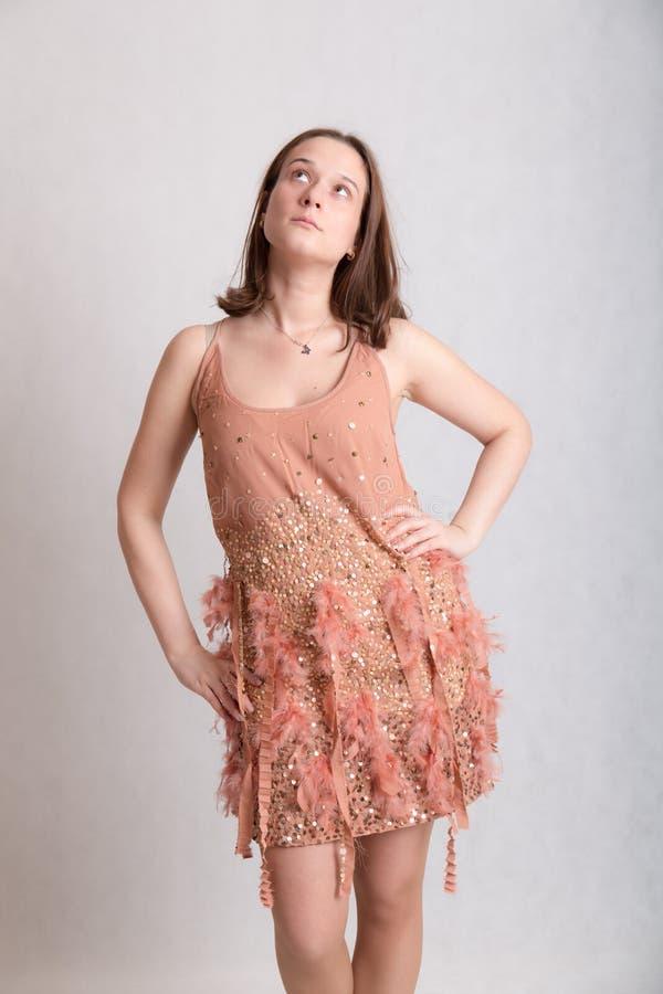 яркая девушка платья стоковое фото