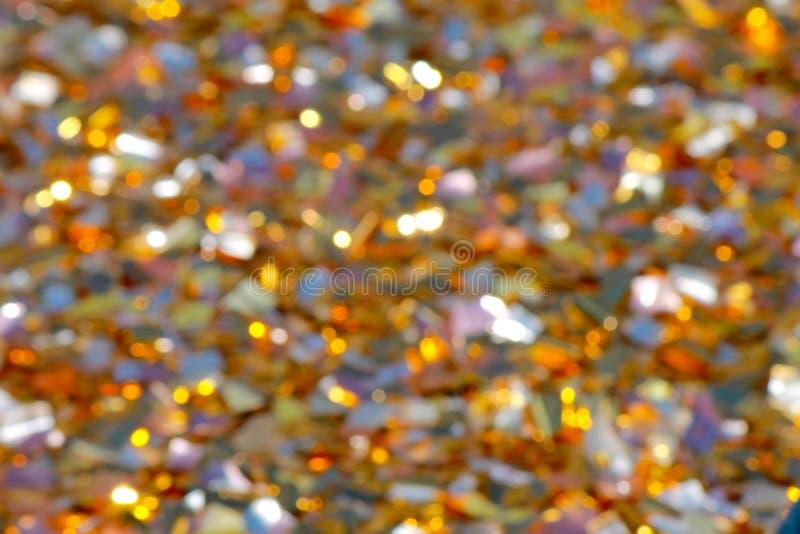 Яркая запачканная предпосылка частей фольги прерванной цветом сверкая в солнце Праздничный, свадьба, предпосылка дня рождения стоковые фото