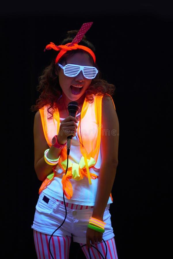 Яркая певица стоковое изображение