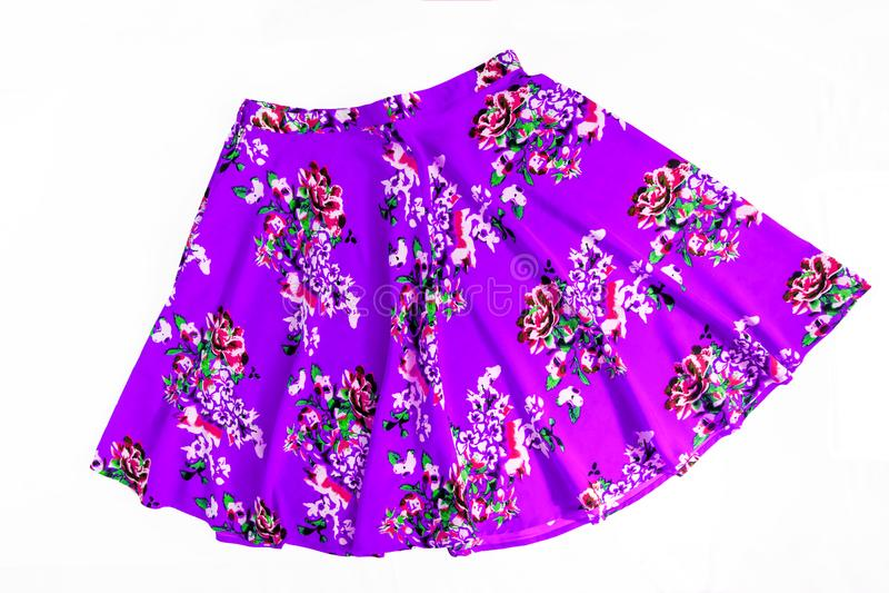 Яркая покрашенная юбка модного лета флористическая для женщин/девушка, стоковая фотография rf