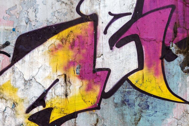 Яркая предпосылка искусства улицы красочные граффити на поцарапанной старой стоковое фото