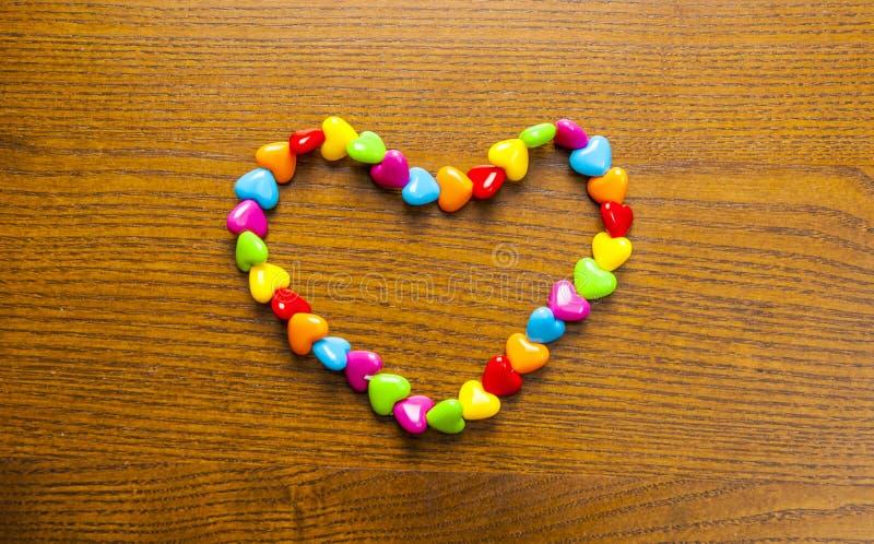 Яркие и красочные ожерелье и шарики стоковое изображение rf