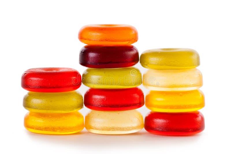 Яркие конфеты изолированные на белой предпосылке стоковые фотографии rf