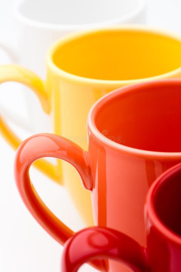 яркие цветастые кружки стоковые изображения rf