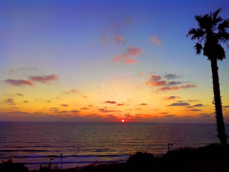 Яркие цвета захода солнца в Нетанье Израиль стоковое фото rf