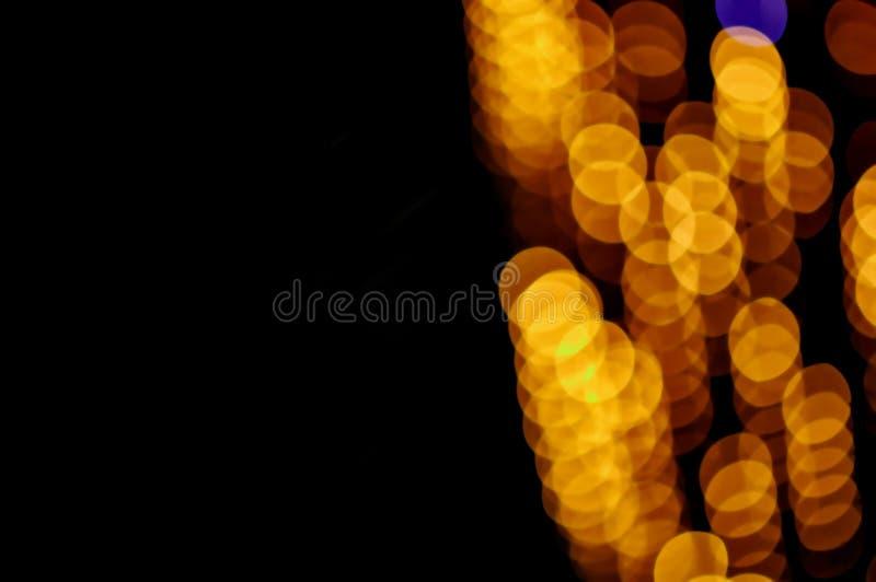 Яркий блеск освещает предпосылку голубое золото де-сфокусированный космос экземпляра стоковое изображение rf