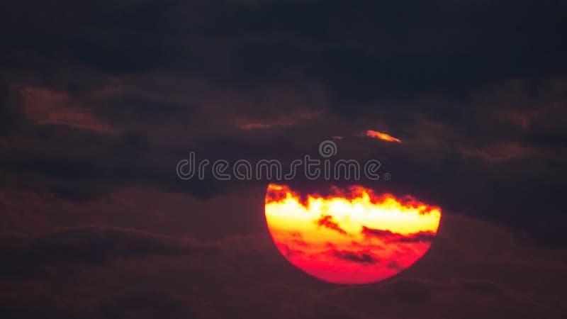 Яркий заход солнца над силуэтом Квебека (город) стоковое фото rf