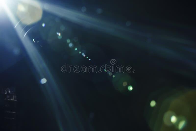 Яркий пирофакел объектива с сильным светом в угле стоковое изображение rf