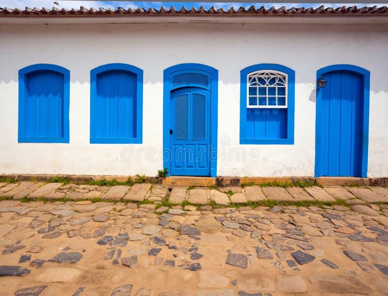 Яркий покрашенный фасад стоковая фотография