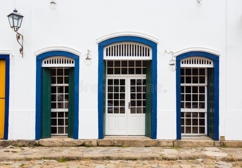 Яркий покрашенный фасад стоковые изображения