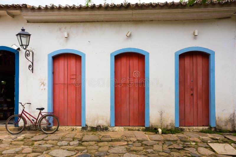 Яркий покрашенный фасад стоковое изображение