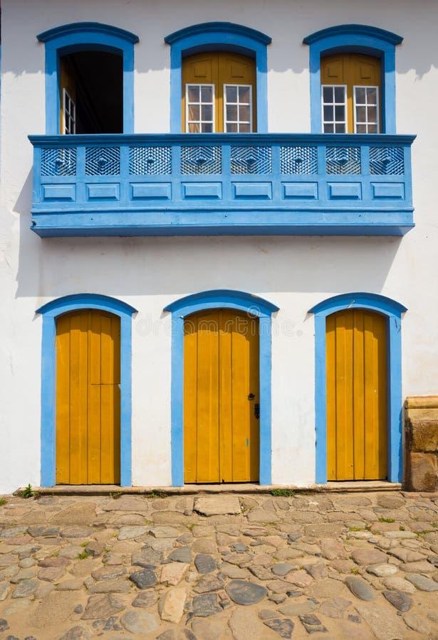 Яркий покрашенный фасад стоковое фото rf