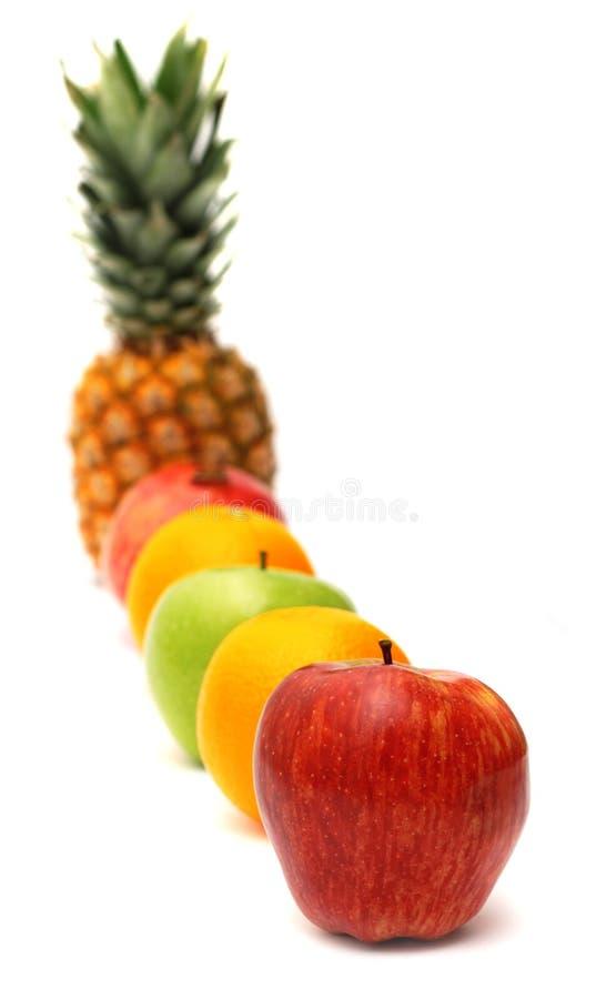 Download яркий рядок свежих фруктов стоковое изображение. изображение насчитывающей группа - 6852343