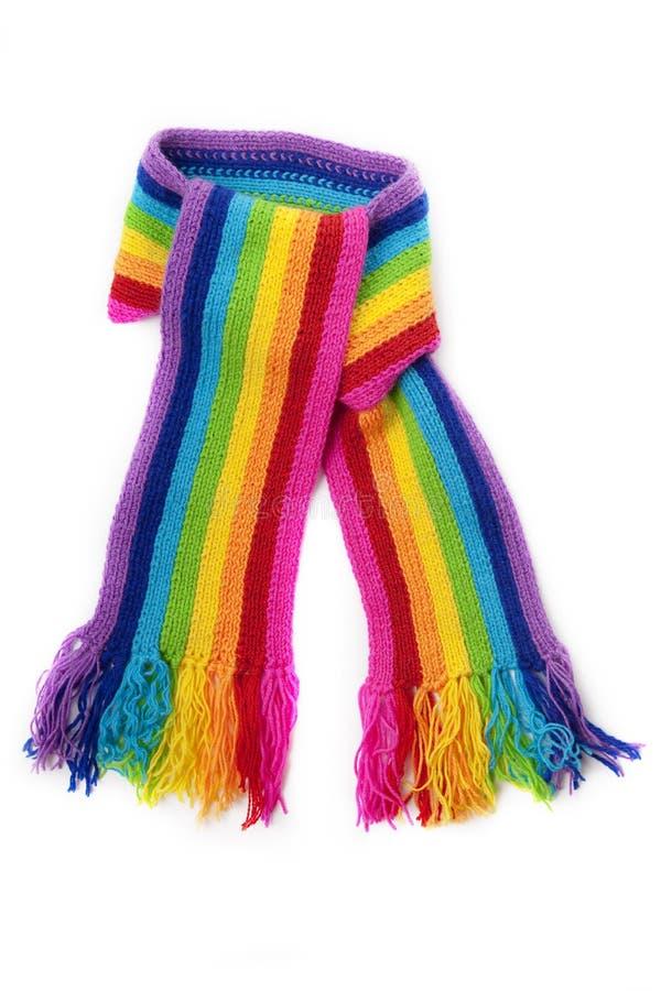 яркий связанный шарф радуги стоковые изображения rf