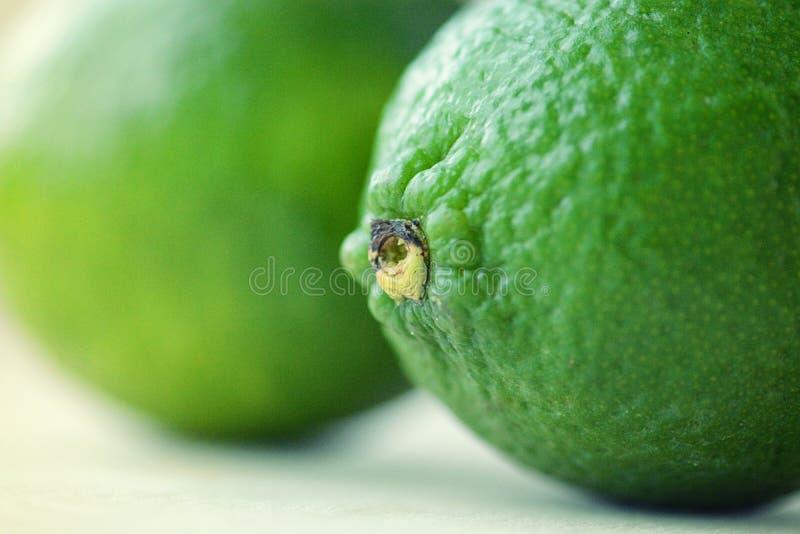 2 ярких ых-зелен известки стоковое фото rf