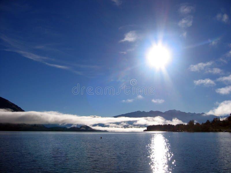 яркое солнце озера стоковые изображения rf