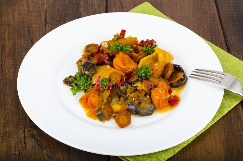 Яркое тушеное мясо овоща от различных овощей стоковые изображения