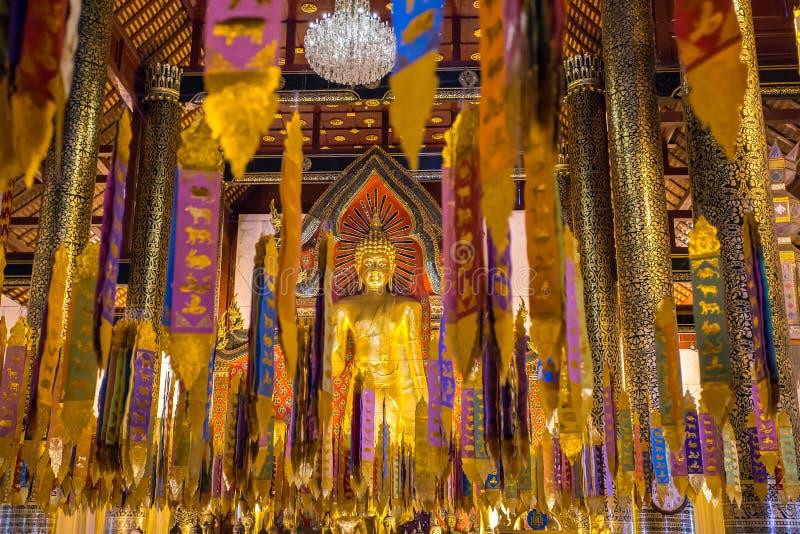 Ярко украшенный буддийский висок в Чиангмае стоковое изображение rf