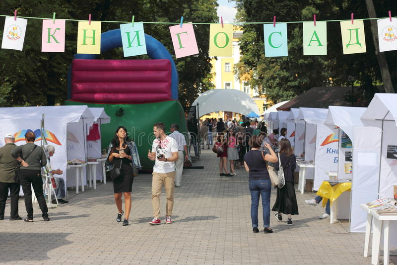 Ярмарка в парке города стоковое изображение