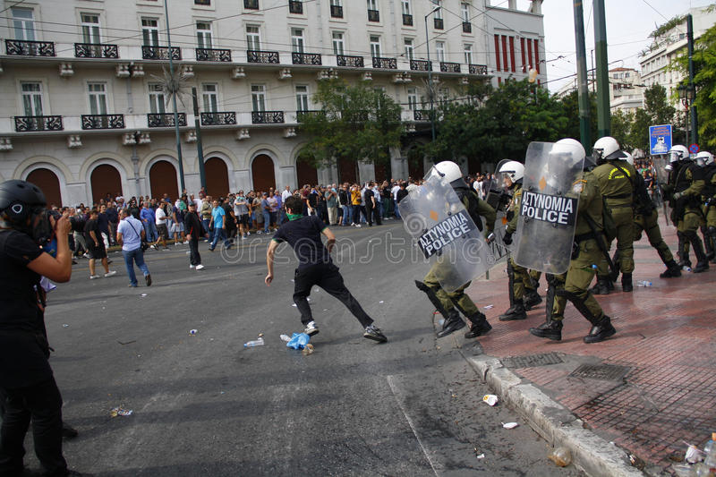 Яростные clashes во время посещения Merkel в Афиныы стоковые фото