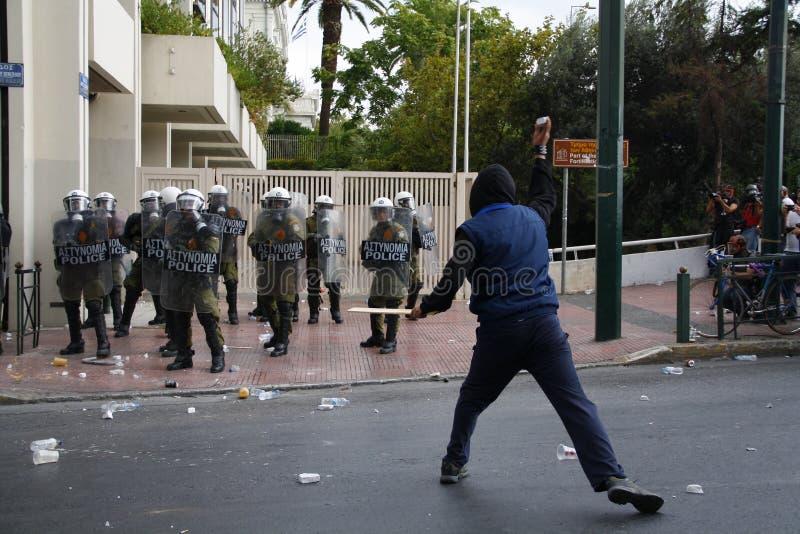 Яростные clashes во время посещения Merkel в Афиныы стоковое изображение