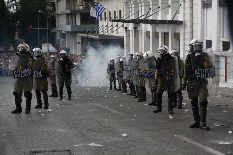 Яростные clashes во время посещения Merkel в Афиныы стоковые фотографии rf