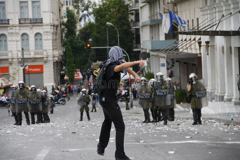 Яростные clashes во время посещения Merkel в Афиныы стоковая фотография