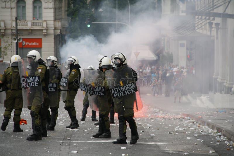 Яростные clashes во время посещения Merkel в Афиныы стоковая фотография rf