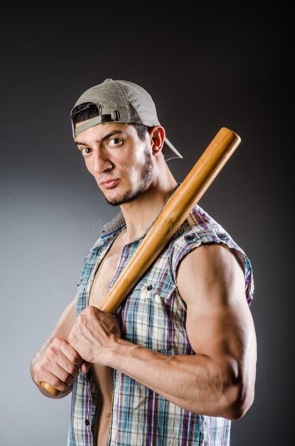 Яростный человек с бейсбольной битой стоковое изображение rf