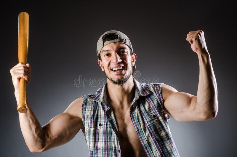 Яростный человек с бейсбольной битой стоковое фото