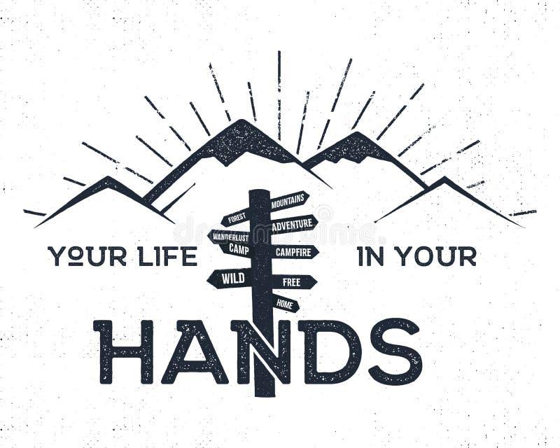 Ярлык нарисованный рукой с горами, указателем и вдохновляющим знаком иллюстрация штока