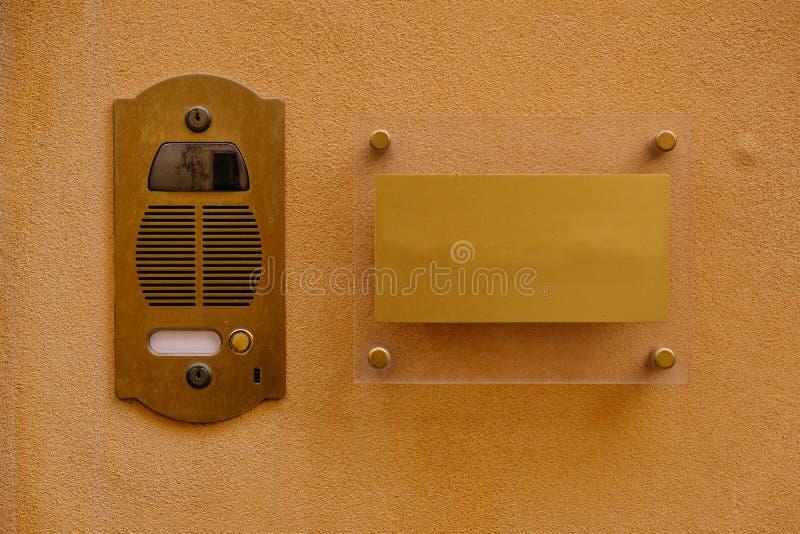 Ясная каменная стена, зона doorphone, плита стоковые изображения rf
