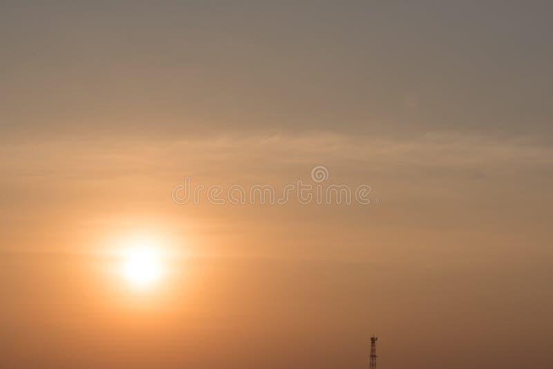 Ясное голубое небо с предпосылкой облака стоковое изображение rf