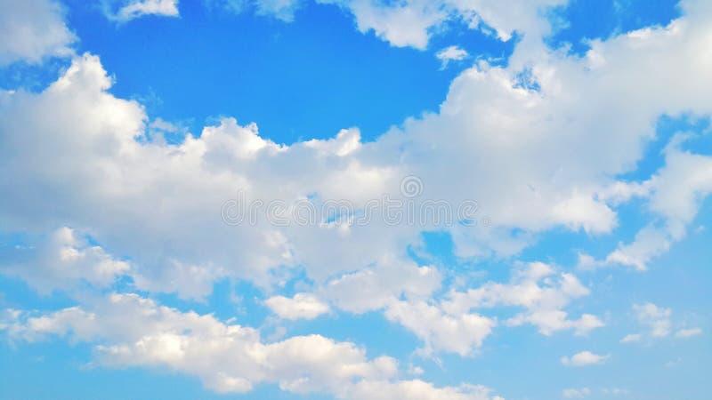 Ясное небо стоковые изображения rf