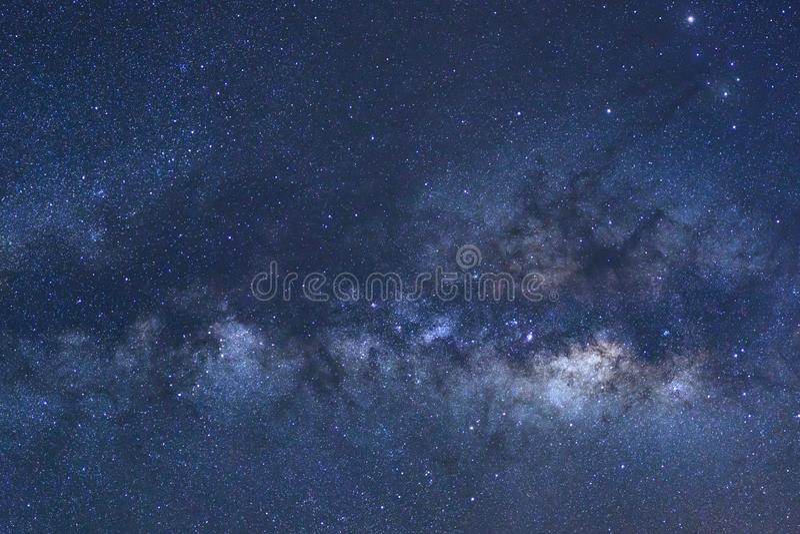 Ясно галактика млечного пути с звездами и космос пылятся в univer стоковое изображение rf