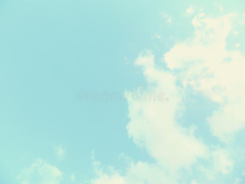 Download Ясные небеса и красивые облака Иллюстрация штока - иллюстрации насчитывающей дел, космос: 81814295