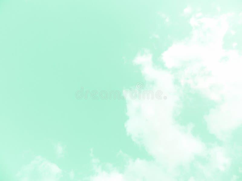 Download Ясные небеса и красивые облака Иллюстрация штока - иллюстрации насчитывающей высоко, пушисто: 81814298