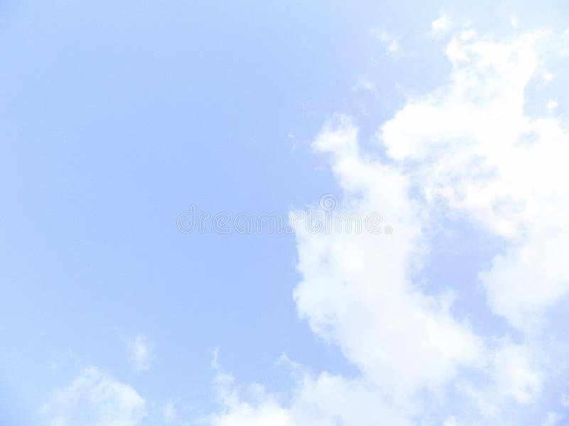 Download Ясные небеса и красивые облака Иллюстрация штока - иллюстрации насчитывающей ясность, цвет: 81814320