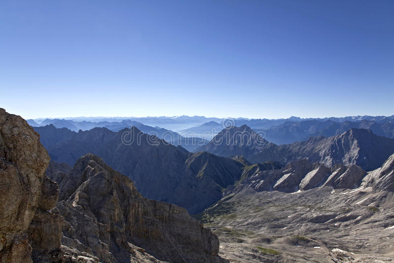 Ясный горный вид стоковое фото rf