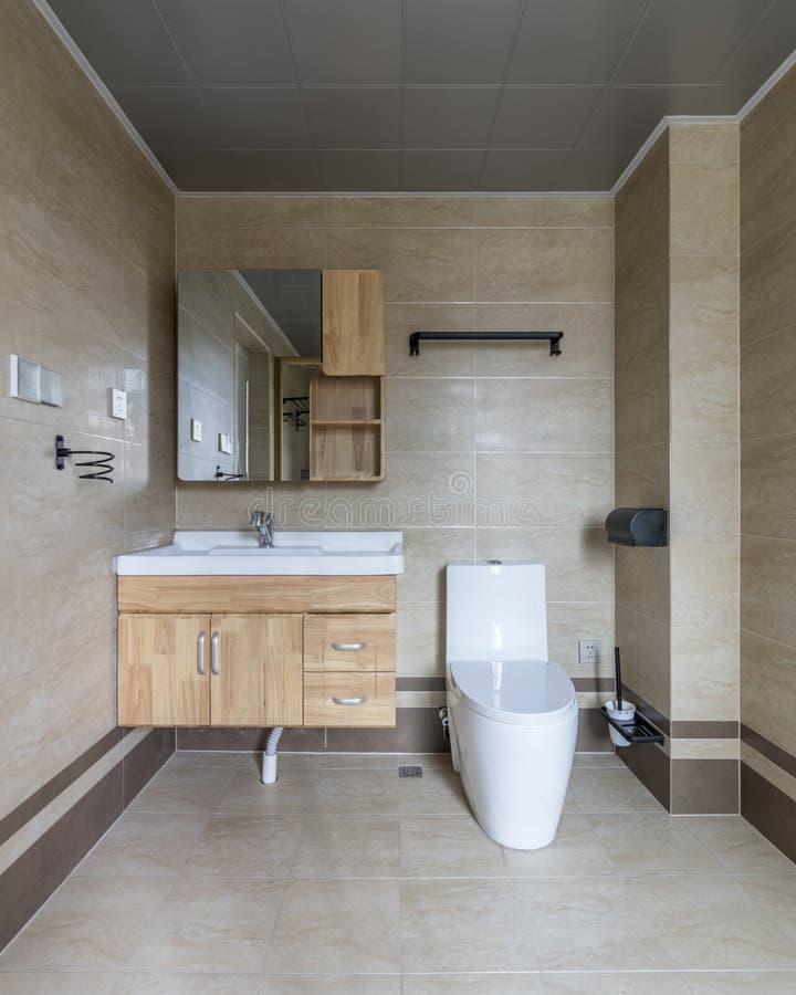 Ясный современный bathroom семьи стоковое фото